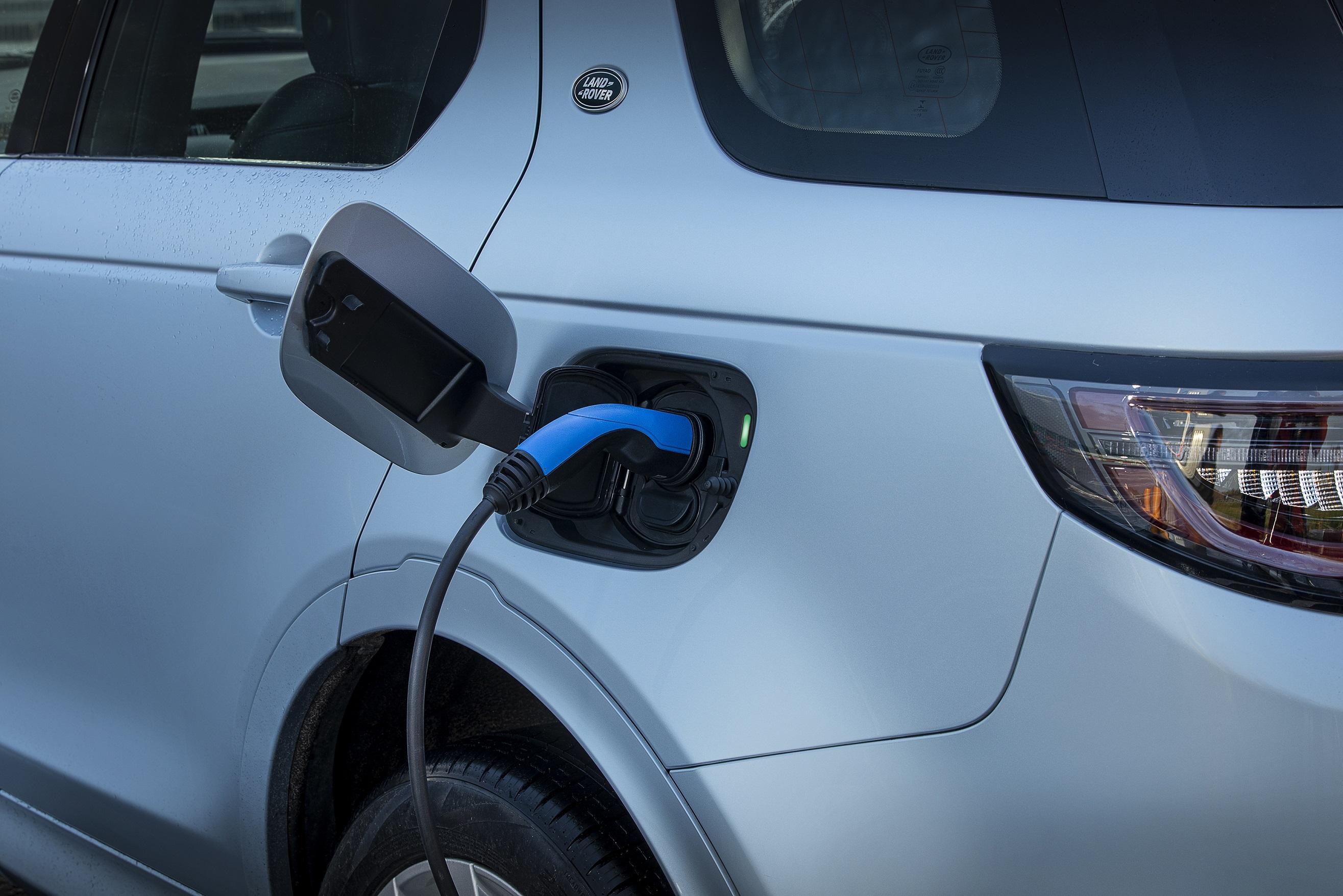 Yeni Discovery Sport Plug-In Hybrid Şarj