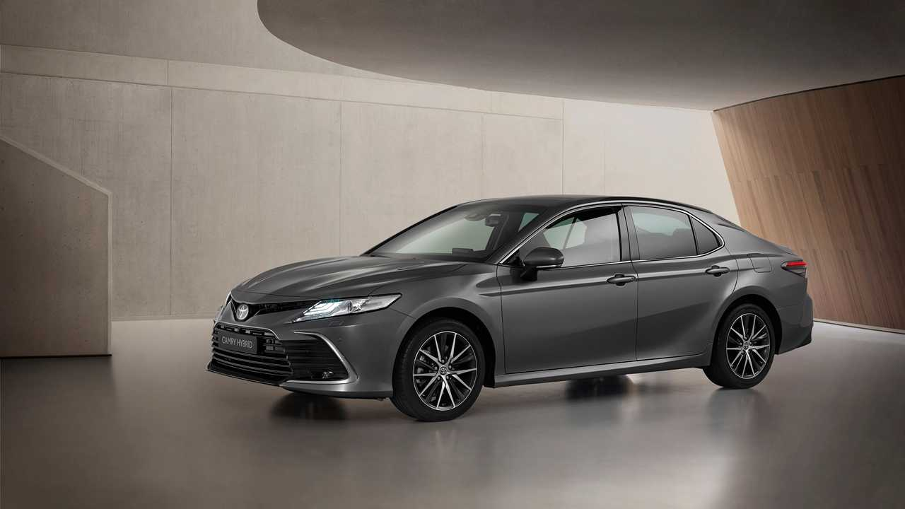toyota-camry-facelift-for-europe-exterior